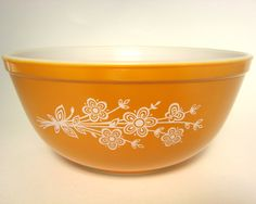 Pyrex Butterfly Gold Mixing Bowl #404