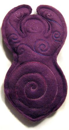 A little in-the-hoop goddess stuffie is filled with swirling spirals. Cute Crafts, Felt Crafts, Wiccan Crafts, Urban Threads, Sewing Art, Felt Dolls, Soft Sculpture, Book Of Shadows, Embroidery Designs