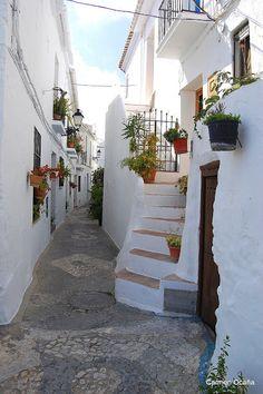 Málaga Pueblo a Pueblo: FRIGILIANA Travel Around The World, Around The Worlds, Places To Travel, Places To Visit, Nerja, Andalusia Spain, Spain Holidays, French Architecture, Cadiz
