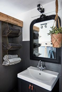 Super Home Small Bathroom Style Ideas Bad Inspiration, Bathroom Inspiration, Inspiration Boards, Cave House, Cozy Apartment Decor, Gravity Home, Vintage Bathrooms, Small Bathrooms, Vintage Home Decor