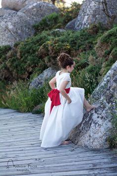 Fotografia Comunión Galicia Kids Fashion, White Dress, Conception, Dresses, Ideas, Laughing Smiley Face, Communion Dresses, Vestidos, Kids Outfits