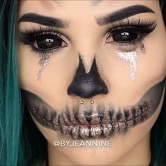 💀 FULL TUTORIAL is now live on my channel! Link in bio! 💀 wig: @evahairofficial #skull #makeup #halloween #glitter #wig #blacksclera #jaw