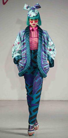 Zandra Rhodes at On Thrift Fashion, 90s Fashion, World Of Fashion, Colorful Fashion, Modern Fashion, Vintage Fashion, Fashion Design, Zandra Rhodes, Paco Rabanne
