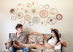 Plates as wall decoration for a cool vintage look.