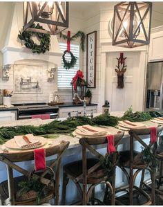 Make light fixtures Country Christmas, Christmas Decor For Kitchen, Farmhouse Christmas Kitchen, Cozy Christmas, Christmas Vacation, Christmas Table Decorations, Christmas Design, Christmas Holidays, Boxed Christmas Cards