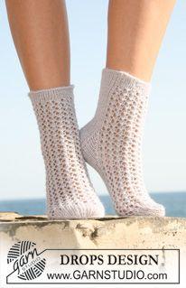"""Strikkede DROPS sokker i """"Alpaca"""" med hullmønster. Str 35 til 43. ~ DROPS Design"""
