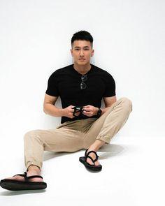 Male Fashion Trends, Mens Fashion, Fashion Styles, Daily Fashion, Mens Photoshoot Poses, Mens Flip Flops, Male Feet, Urban Outfits, Cute Boys