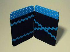 Carteira mágica com porta-cartões e porta-moedas.