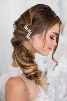 Bridesmaid Hair Side, Wedding Hair Side, Wedding Hairstyles For Long Hair, Elegant Hairstyles, Wedding Hair And Makeup, Hair For Bridesmaids, Hairstyles For Weddings Bridesmaid, Whimsical Wedding Hair, Beach Bridal Hair
