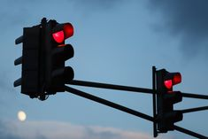 KG Berlin -Az.: 3 Ws (B) 274/18 - 162 Ss 123/18 -Beschluss vom 22.11.2018 Die Rechtsbeschwerde des Betroffenen gegen das Urteil des Amtsgerichts Tiergarten vom 14. August 2018 wird verworfen. [...] #Rechtsanwalt #Anwalt #Recht #Urteile #Bussgeld #Verkehrsrecht #Bussgeldbescheid #Bussgeldverfahren #Verkehrsstrafrecht #Ordnungswidrigkeit #Rotlichtverstoß #Regelfahrverbot #Fahrverbot #Mitzieheffekt (Symbolfoto: Von Alex Veresovich /Shutterstock.com)