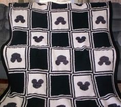 53 New Ideas for baby blanket granny square mickey mouse Mickey Mouse Quilt, Crochet Mickey Mouse, Crochet Disney, Minnie Mouse, Granny Square Crochet Pattern, Crochet Blanket Patterns, Baby Blanket Crochet, Crochet Blankets, Cozy Blankets
