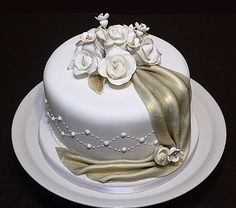 Single Layer Wedding Cakes Are A Straight Forward, Graceful Choice Who  Would Like A Dissolute Dessert To Commemorate Their Marital Without  Stacking Up A