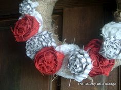 Ready to celebrate flag day or looking forward the to fourth of July? Then add this Americana Door Wreath to your home for a touch of patriotic home decor! Your fourth of July will not Country Chic Cottage, Cute N Country, Country Crafts, Adult Crafts, Diy Crafts, Decor Crafts, Home Decor, Fourth Of July, 4th Of July Wreath