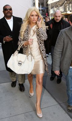 Paris Hilton Photos - Paris Hilton wears a leopard print coat as she films a commercial for the Israeli National Lottery in which a lucky winner will join her on a shopping spree. - Paris Hilton Films a Commercial for the Israeli National Lottery Paris Hilton Style, Nicky Hilton, Long Curls, Professional Outfits, Gorgeous Women, Celebrity Style, Cool Outfits, Festival Fashion, Film Festival