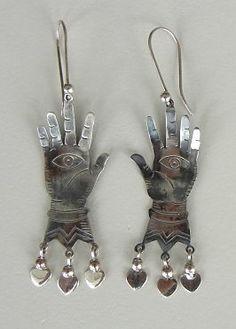 Plateros pueden hacer joyas de plata o de metal. Ellos hacen que los objetos maravillosos.