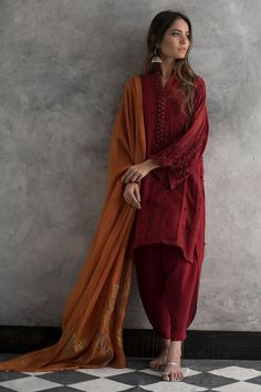 Latest Nida Azwer luxury pret traditional collection is helpful to enhance your beauty in the wedding of your beloved one. Pakistani Fashion Casual, Pakistani Dresses Casual, Pakistani Dress Design, Indian Fashion, Hippie Fashion, Fashion Fashion, Dress Indian Style, Indian Dresses, Indian Outfits
