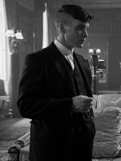 Cillian Murphy as Thomas Shelby Peaky Blinders 💜 Peaky Blinders Tommy Shelby, Peaky Blinders Thomas, Cillian Murphy Peaky Blinders, Peaky Blinders Series, Peaky Blinders Quotes, Peaky Blinders Wallpaper, Boardwalk Empire, Film Serie, Tom Hardy