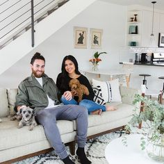 We teamed up with husband and wife singing duo @ustheduo for our next #jossandmainmakeover! And their Cali-cool bungalow hits all the right notes 🎼. Head to the link in our profile to take the tour and shop each room. #designduos #hometour #josspets