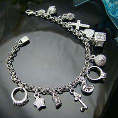 Queen Bettelarmband 925 Silber mit 13 Anhängern     &     Zirkonia Steinen im Organza Beutel      wunderschön gearbeitetes Bettelarmband mit Charms...