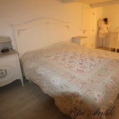 Vanille Autentico kalkmaling på sengegærde, privateje.
