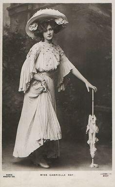 GABRIELLE RAY, ATRIZ, DANÇARINA E CANTORA INGLESA (FOTO: FLICKR) - Cartão postal de 1900 mostram a beleza feminina da época