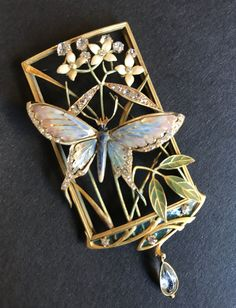 Art Nouveau pendant by Henri Dubret Yellow gold, enamel, diamonds and aquamarine. Naturalistic butterfly, flowers and foliage. Dubret was one of the most prominent jewelers of the Art Nouveau period. Bijoux Art Nouveau, Art Nouveau Jewelry, Jewelry Art, Fine Jewelry, Jewelry Design, Fashion Jewelry, Butterfly Fashion, Butterfly Jewelry, Butterfly Flowers