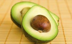 Abacate: rico em ácidos-graxos poli-insaturados e em vitaminas do grupo B, essenciais no combate ao câncer . Foto: Getty Images
