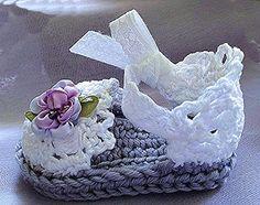 Baby Girl Booties Easter Lavender Booties door TippyToesBabyDesigns