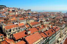 Lisboa vista do Elevador de Santa Justa. Rio Tejo ao fundo. http://fuievouvoltar.com