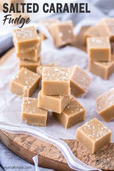 This Salted Caramel Fudge is a smooth, creamy easy caramel fudge with a sea salt topping This Salted Caramel Fudge is a smooth and creamy easy caramel fudge with a sea salt topping. Fudge is also perfect for food gifts. Christmas Fudge, Christmas Baking, Christmas Desserts, Christmas Candy, Christmas Crack, Christmas Chocolate, Christmas Recipes, Candy Recipes, Sweet Recipes