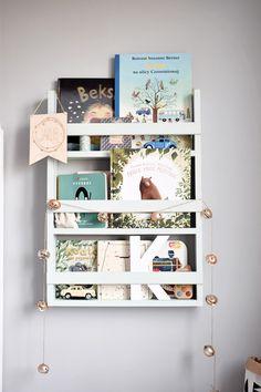 drewniana półeczka na książki