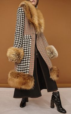 Pre-Fall Fashion 2017 - The Best Looks of Pre-Fall 2017 Fur Fashion, Fashion Week, Fashion 2017, High Fashion, Winter Fashion, Fashion Show, Fashion Looks, Fashion Design, Fashion Trends