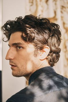 Drawing People A Guide To Cool : Louis Garrel Louis Garrel, Portrait Fotografie Inspiration, Face Drawing Reference, Portrait Studio, Man Portrait, Face Study, Model Poses Photography, Human Photography, Beauty Photography