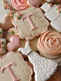 Bridal Shower Cookies Casey Cardona (Sweet Treats By Casey) White Dress, Peach Rose, I Do, Letters - Love the initial design Fancy Cookies, Iced Cookies, Cute Cookies, Royal Icing Cookies, Cookies Et Biscuits, Cupcake Cookies, Sugar Cookies, Cookies Decorados, Galletas Cookies