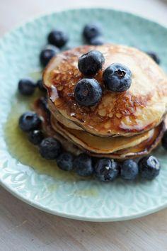 Yoghurt og bananpannekaker Smoothie, Pancakes, Yummy Food, Baking, Breakfast, Morning Coffee, Delicious Food, Bakken, Smoothies