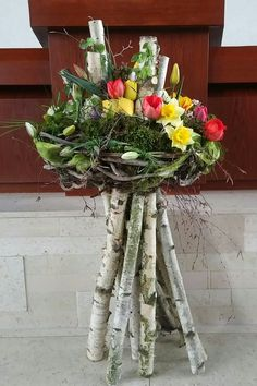 Gesteck mit Birkenholz - Ostern Dekoration Garten Beton - The Effective Pictures We Offer You About diy crafts A quality picture can tell you many things. Deco Floral, Arte Floral, Church Christmas Decorations, Modern Church, Basket Decoration, Ikebana, Easter Crafts, Seasonal Decor, Plant Hanger