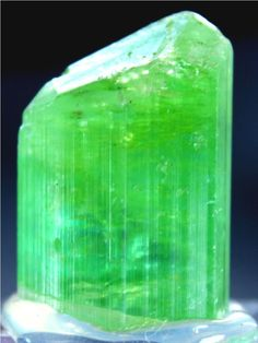 112 cts Top Quality Huge Size Neon Green Color Paprok Natural TOURMALINE Crystal