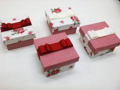 Lindas caixinhas forradas em tecido para lembrancinhas de batizado, maternidade ou casamento. Temos outras opções de tecidos! R$ 15,75