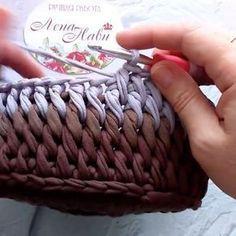― Vanessa Eduardoさん( 「Esse ponto é lindo demais! Crochet Bowl, Crochet Basket Pattern, Knit Basket, Crochet Stitches Patterns, Knit Or Crochet, Crochet Crafts, Crochet Projects, Knitting Patterns, Crochet T Shirts