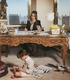As Americans try to come to terms that Donald Trump is the new U. president, let's have a quick tour inside the Donald Trump's House! Trump Melania, Melania Knauss Trump, Donald Und Melania Trump, First Lady Melania Trump, Donald Trump Family, Donald Trump House, Trump Love, American First Ladies, Trump Pence