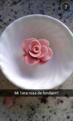 MI PRIMERA ROSA DE FONDANT