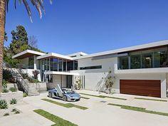 1200m2 pour une propriété de 4000m2. Elle a été réalisé par l'agence Belzberg Architects