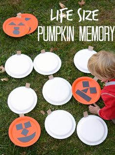 Halloween games for kids! 26 simple & funny party games Halloween Games for Kids! 26 Easy & Fun Party Games Halloween Games for Kids! 26 Easy & Fun Party Games - Word To Your Mother Sara Grillet - Diy Halloween Party, Classroom Halloween Party, Fun Party Games, Halloween Games For Kids, Halloween Tags, Halloween Crafts, Golf Halloween, Halloween Carnival Games, Kindergarten Halloween Party