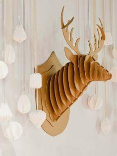 Decoración navideña: reno de cartón y bolas de origami