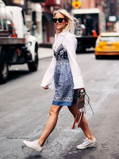Charlotte Groeneveld of The Fashion Guitar throws on a pair of Converse with a white button-down layered under a printed cami dress Estilo Casual Chic, Casual Chic Style, Casual Look, Street Style Looks, Street Style Women, Pretty Summer Dresses, Dress Summer, Estilo Blogger, Summer Fashion Trends