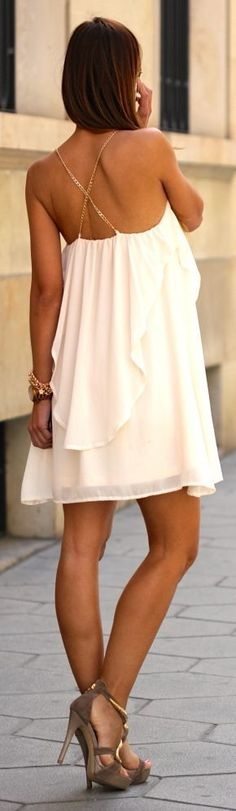 White Chiffon Layered Mini Dress -- 50 Stylish Summer Outfits - Style Estate -