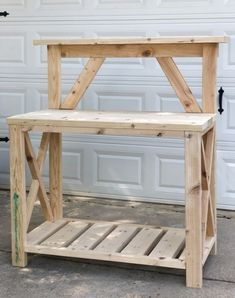 Outdoor Potting Bench, Potting Bench Plans, Potting Tables, Diy Outdoor Table, Patio Table, Small Patio Design, Hanging Plant Wall, Furniture Scratches, Yard Sale Finds
