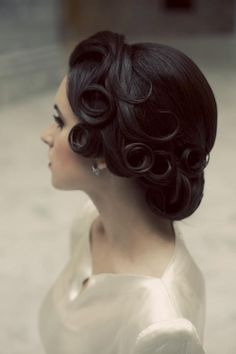 vintage hair up do. Love this classic style