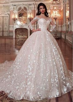 Buy discount Attractive Tulle & Organza Scoop Neckline Ball Gown Wedding Dress With Lace Appliques & Beadings at Dressilyme.com