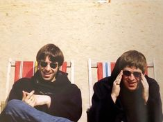 SAUSAGE FINGERS GALOREさんはInstagramを利用しています:「people forget that there were good times as well as the bad, look at them, smiles all round 😀 #liamgallagher #noelgallagher #oasis…」 Liam Oasis, Liam Gallagher Noel Gallagher, Oasis Music, Liam And Noel, Oasis Band, Taika Waititi, Britpop, Wonderwall, Van Halen